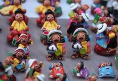 Figuras diminutas de povos bolivianos Imagem de Stock