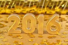 figuras douradas de 2016 anos e de estrelas douradas Fotos de Stock Royalty Free