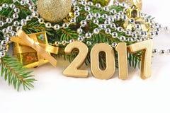 figuras douradas de 2017 anos e ramo spruce Imagem de Stock Royalty Free