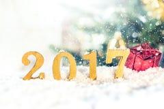 2017 figuras douradas na queda de neve Fotos de Stock Royalty Free