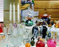 Figuras e velas de vidro no mercado do Natal em Riga Fotografia de Stock Royalty Free
