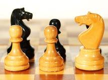 Figuras em um tabuleiro de xadrez Foto de Stock Royalty Free