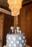 Figuras en el pastel de bodas Fotografía de archivo libre de regalías