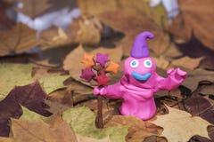 Figuras engraçadas feitas da argila do jogo O ano tempera a abstração imagens de stock