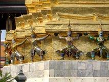 Figuras icónicas brillantemente pintadas de Royal Palace - Bangkok Fotos de archivo