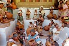 Figuras indias del recuerdo con actividades Imagen de archivo libre de regalías