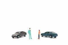Figuras miniatura de la gente y del coche Foto de archivo libre de regalías