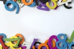 figuras Multi-coloridas em um fundo branco imagens de stock