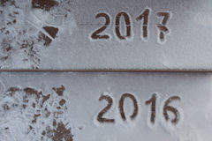 Figuras 2017 na neve Tema do ano novo e do Natal Imagem de Stock Royalty Free