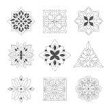 Figuras ornamentales del garabato regular de la forma en negro en el color blanco para Zen Adult Coloring Book Set de ejemplos Imágenes de archivo libres de regalías