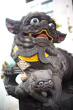 Figuras religiosas budistas adentro, Yokohama, Tokio, Japón Foto de archivo libre de regalías