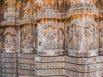 Figuras talladas en un templo hindú Fotos de archivo