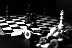 Figuras y tablero del ajedrez Imágenes de archivo libres de regalías