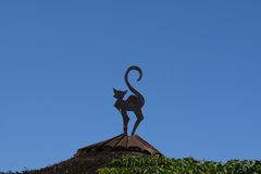 Figure of a cat on the roof Royalty Free Stock Photos