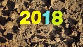 figure colorate per formare il numero 2018 sulla superficie lunare Fotografia Stock Libera da Diritti