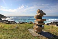 Figure dans la sculpture en basalte de paysage Photos libres de droits