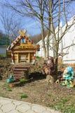 Figure decorate del giardino e dell'alveare nell'arnia Immagine Stock Libera da Diritti