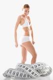 Figure della ragazza e di misura di forma fisica Fotografia Stock