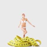 Figure della ragazza e di misura di forma fisica Fotografie Stock Libere da Diritti