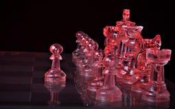 Figure di scacchi su una scheda Fotografia Stock
