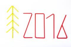 Figure 2016 ed albero dei cristmass dei tubuli per coctail su un briciolo Immagine Stock