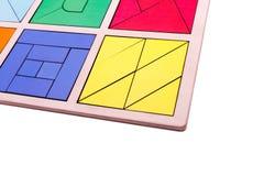 Figure geometriche variopinte educative Giocattoli di legno ecologici per il concetto dei bambini isolati su un fondo bianco Fotografie Stock