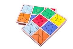Figure geometriche variopinte educative Giocattoli di legno ecologici per il concetto dei bambini isolati su un fondo bianco Immagine Stock