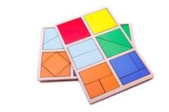 Figure geometriche variopinte educative Giocattoli di legno ecologici per il concetto dei bambini isolati su un fondo bianco Fotografia Stock
