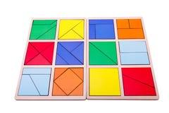 Figure geometriche variopinte educative Giocattoli di legno ecologici per il concetto dei bambini isolati su un fondo bianco Fotografie Stock Libere da Diritti