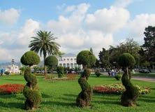 Figure les arbres et les fleurs sur le bord de mer plage à Batumi, la Mer Noire, la Géorgie Photographie stock libre de droits