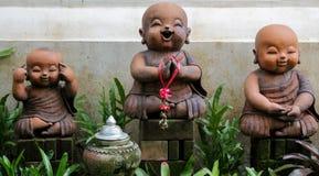 Figure piacevoli del giardino di piccoli monaci in Asia Fotografia Stock