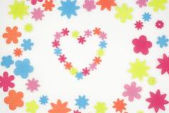 Figure variopinte del fiore e priorità bassa di disegno del cuore Fotografia Stock Libera da Diritti