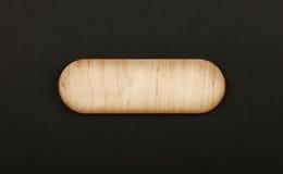 Figured formte Holzschild auf schwarzem Hintergrund Stockbild