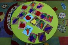 Figurek owoc barwili krepdeszynowego papier Zdjęcie Stock