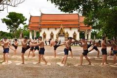 Figures affichant l'art de la boxe thaïe photographie stock