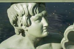 Figures au-dessus de la rivière photographie stock libre de droits