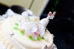 Figures of bride and groom on a wedding cake Royalty Free Stock Photo