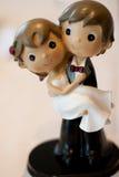 Figures du gâteau de mariage photographie stock