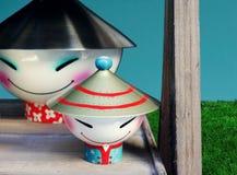 Figures en céramique drôles représentant deux Chinois images libres de droits