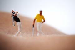 Figures jouant au golf sur le fuselage nu de femme Photos libres de droits