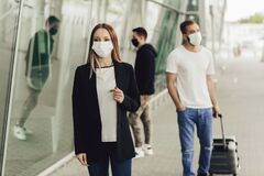 Free Figures Of Young People In Protective Masks Near The Airport. Safe Travel During A Pandemic Royalty Free Stock Images - 186691189