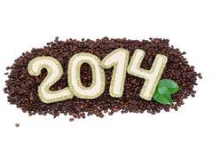 2014 figures sur des grains de café An neuf heureux Photographie stock