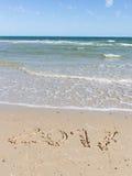 2017 figures sur la plage de mer Image stock