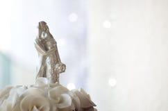 Figures sur le gâteau de mariage Image stock