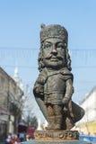 Figurilla de Netsuke que adorna el centro de la ciudad de Mukachevo, Ucrania Foto de archivo libre de regalías