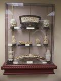 Figurillas de mármol chinas en la exhibición en un museo Imagen de archivo
