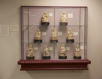 Figurillas de mármol japonesas en la exhibición en un museo Fotos de archivo libres de regalías