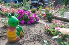 Figurina dell'elica o della lumaca nella progettazione del giardino Immagini Stock