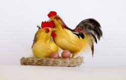 Figurina di un gallo e di una gallina Fotografia Stock