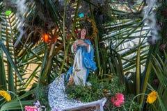 Figurina di un vergine in un altare Immagine Stock